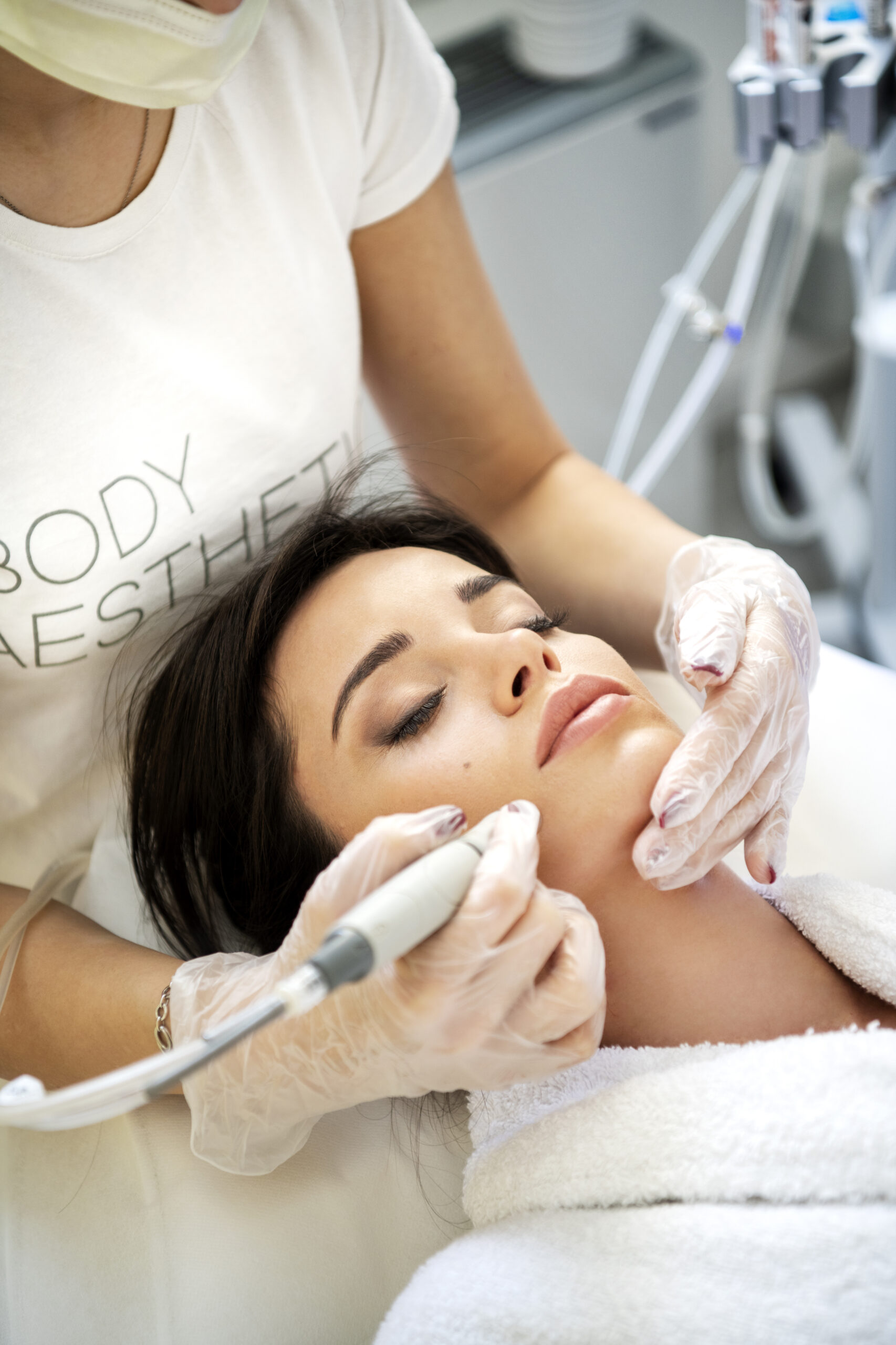 в нашия лазер център се предлага почистване на лице Hydrafacial от най-ново поколение