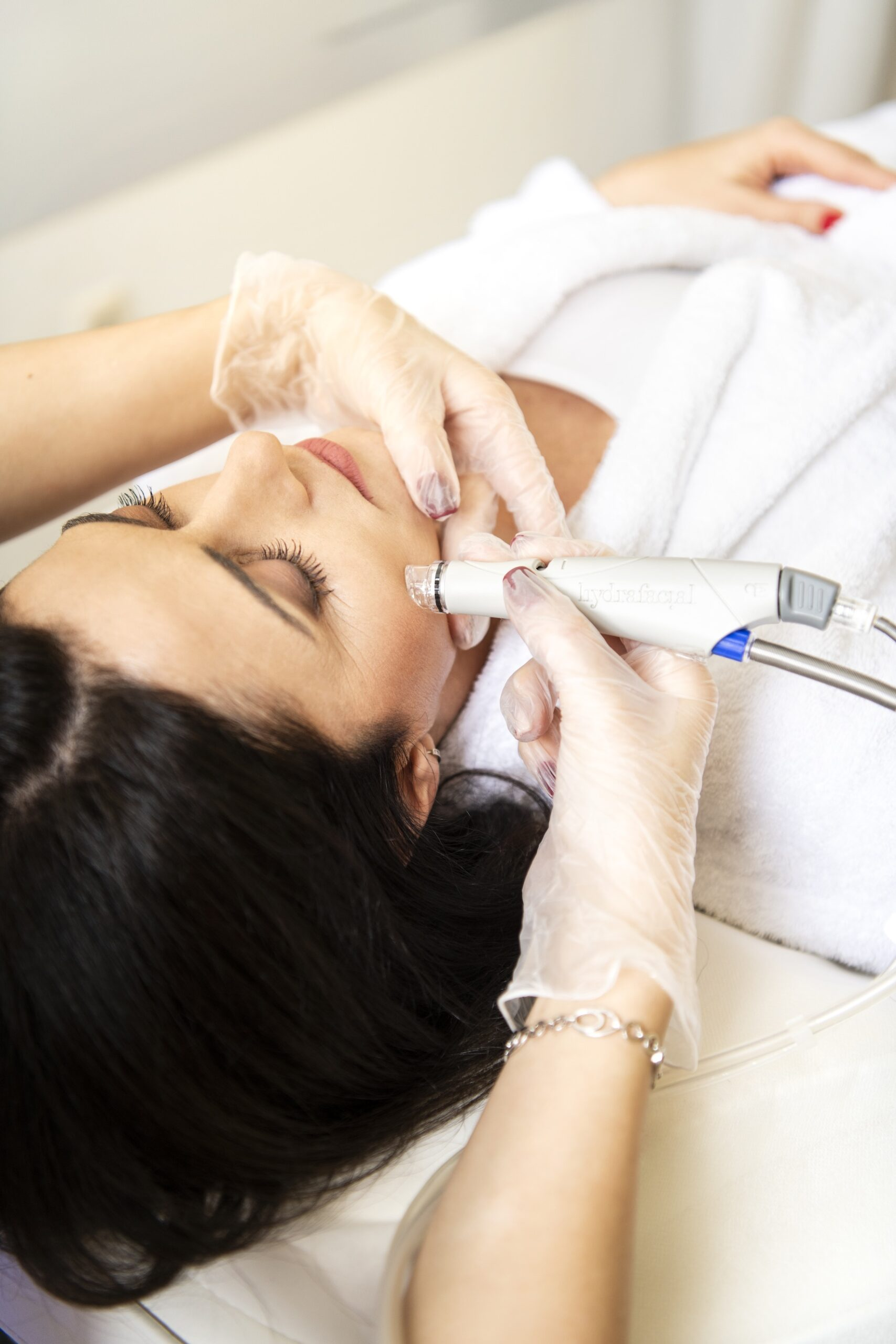 Hydrafacial 2.0 e най-ново поколение система за оптимално почистване и за мощно хидратиране и подхранване на кожата